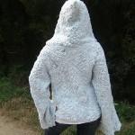 beyaz örgü kolları bol ceket modeli örneği