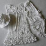 beyaz bebek elbise hırka ve şapka takımı