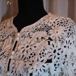 beyaz motifli örgü ceket modeli örneği