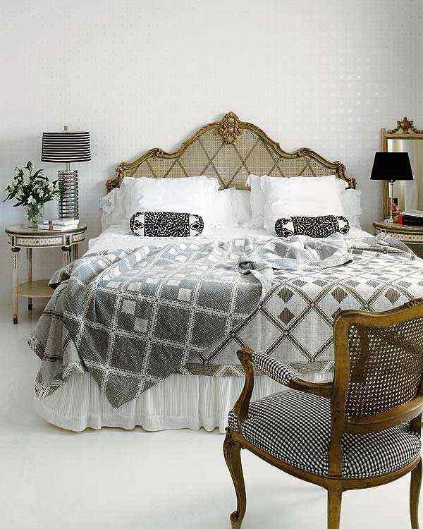 dekoratif şık altın yaldız vurgu klasik yatak odası modeli
