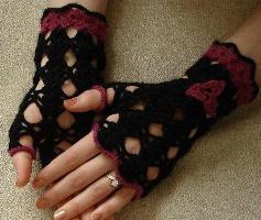 eflatun ve siyah tığ örme motifli parmaksız uzun eldiven