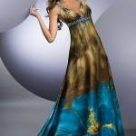 etekleri çiçekli uzun elbise modeli