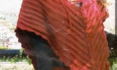 Kırmızı Renkli Örgü Bayan Panço ve Etek Takımı