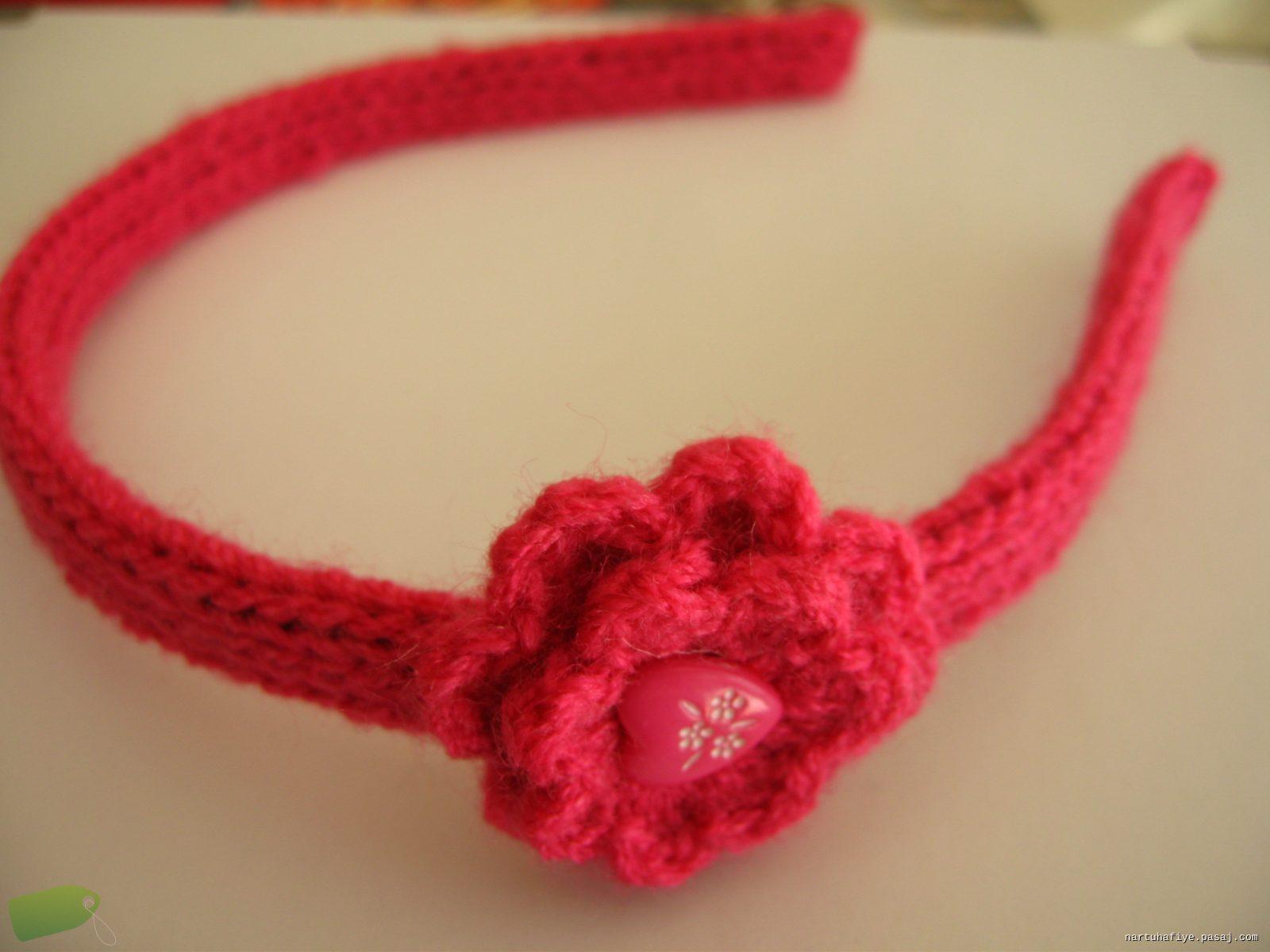 kırmızı çiçek motifli taç örneği