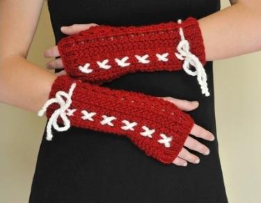 kırmızı örme beyaz ipli uzun eldiven örneği