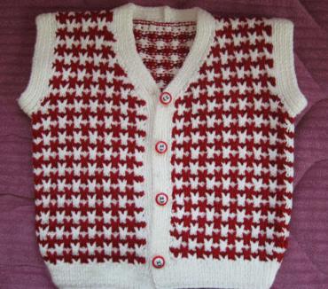 kırmızı beyaz desenli örgü bebek süveteri örneği