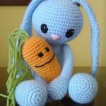 mavi tavşan ve havuç örgü oyuncak örneği