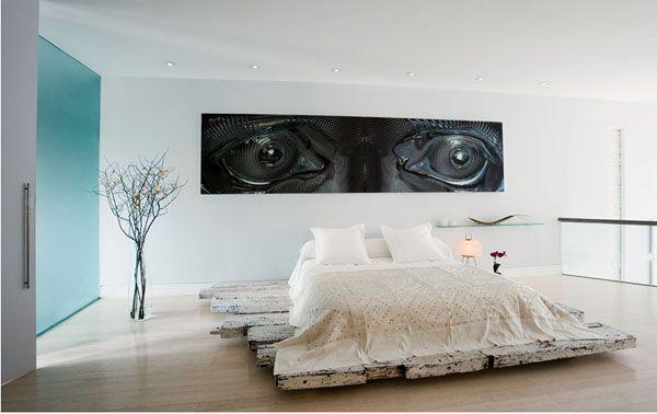 modern tahta bazalı farklı yatak odası dizaynı
