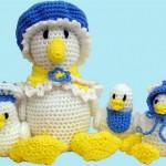 sarı mavi beyazlı tavuk ailesi örgü oyuncak örneği