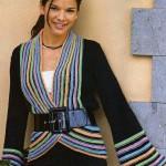 siyah rengarek iplerle çigili kemerli örgü ceket modeli örneği