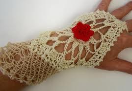 tığ oyalı kırmızı gül motifli parmaksız uzun eldiven modeli