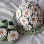 çiçek motifli bebek şapka patik modeli