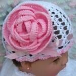 gül motifli örgü bebek şapkası