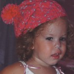 kırmızı beyaz ponponlu çocuk beresi örneği