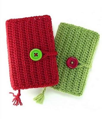 kırmızı yeşil düğmeli örgü defter kalıbı örneği