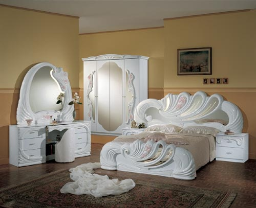 Klasik a k renk alt n yald z detayl yatak odas modelleri for Modele des chambre coucher italienne