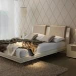 krem doğal ahşap yatak odası modeli