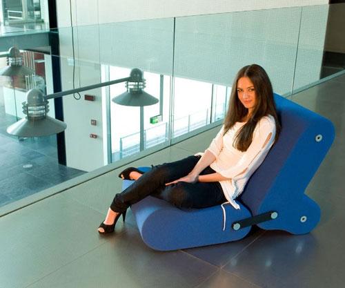 Mavi farklı tasarım sandalye