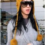 sarı uzun saçaklı ponponlu bere modeli örneği