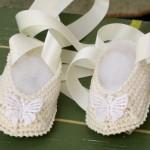 tığdan kelebekli bebek patik örnekleri