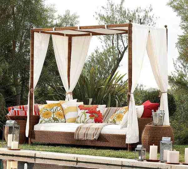 tenteli hasır bahçe mobilyası