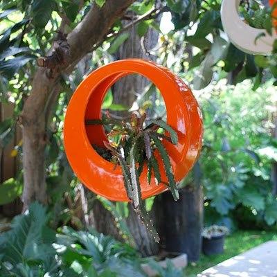 yuvarlak dekoratif turuncu asılı saksı modeli