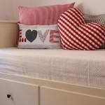 aplike yastıklı modern yatak örtüleri