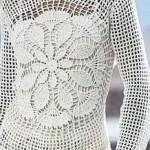 beyaz dantel tığla örülmüş uzun kollu delikli motifli bayan tunik modeli