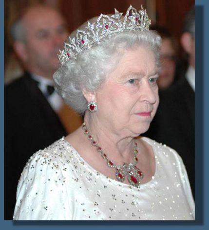 değerli taşlı kraliçe tacı modelleri