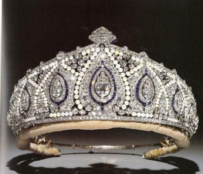 harika pırlantalı kraliçe tacı modelleri
