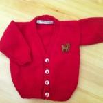kırmızı v yaka bebek hırkası
