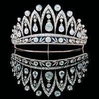 mücevherli kraliçe taçları örnekleri