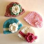 motiflerle süslü bebek şapkaları