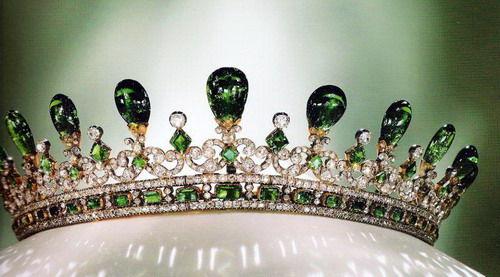 muhteşem kraliçe tacı örnekleri