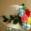 örgü çiçek ve yapraklı el işi şapka örnekleri