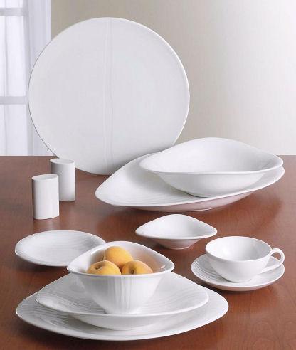 Beyaz porselen yemek ve kahvaltı takımı