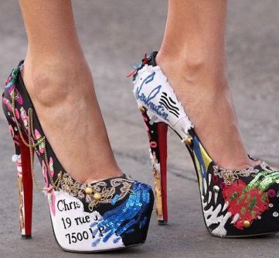 farklı desenli zincirli topuklu ayakkabı modelleri