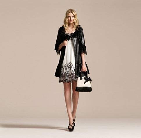 vakko beyaz elbise siyah şal kombini