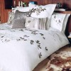 gümüş baskı ve işlemeli yatak örtüsü modeli
