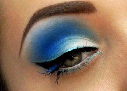 Вечерний макияж под голубые глаза зеленое платье