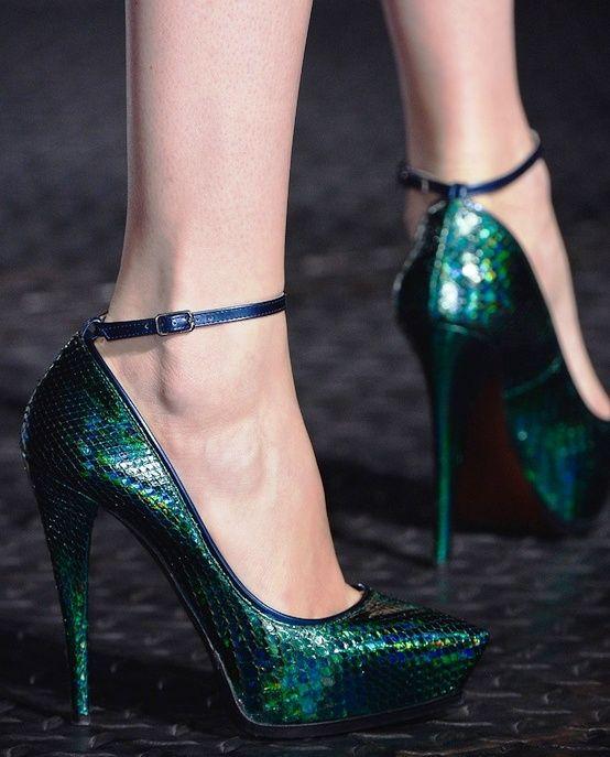 antresit renkli bilekten bağlamalı yüksek topuklu modern ayakkabı