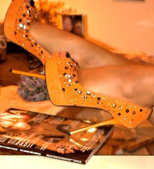 turuncu zımbalı platformlu ayakkabı