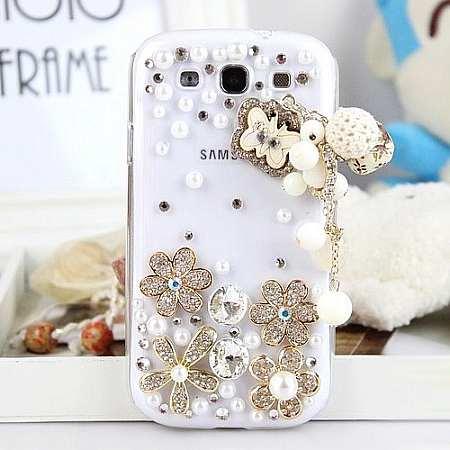 çiçeklerle süsülü taşlı beyaz telefon kapağı