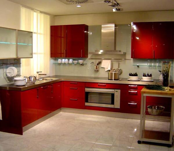 Kırmızı ahşap mutfak modeli