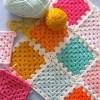kare motifli tığ işi bebek battaniyeleri