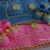pembe mavi kız ve erkek bebek battaniye ve patikleri