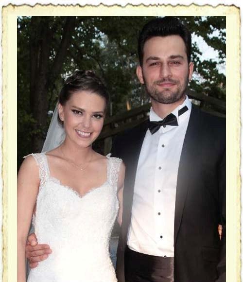 Asli Enver ile Birsen Sokullu'nun evlilik resmi