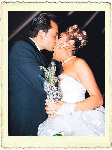 Yalçın Dümer ile Esra Balamir'in evlilik resmi