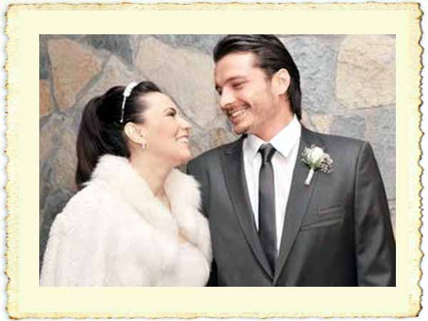 Yeşim Salkım ile Hakan Eratik'in evlilik resmi