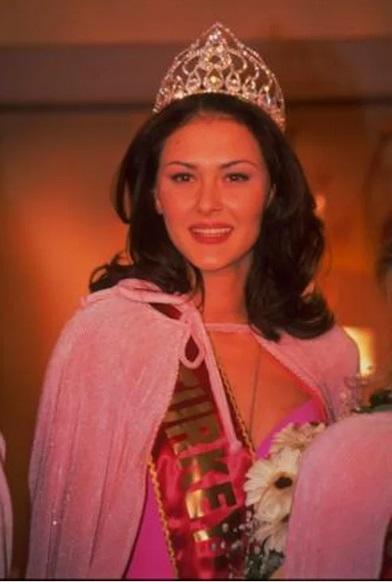 Ayse Hatun Onal 1999 Miss Turkey
